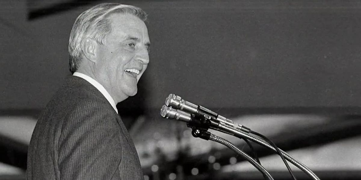 Former vice president and liberal icon Walter Mondale dies at 93