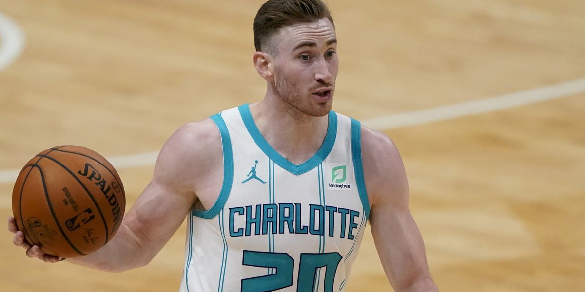 Hornets' forward Gordon Hayward day-to-day with fractured finger, will miss preseason game