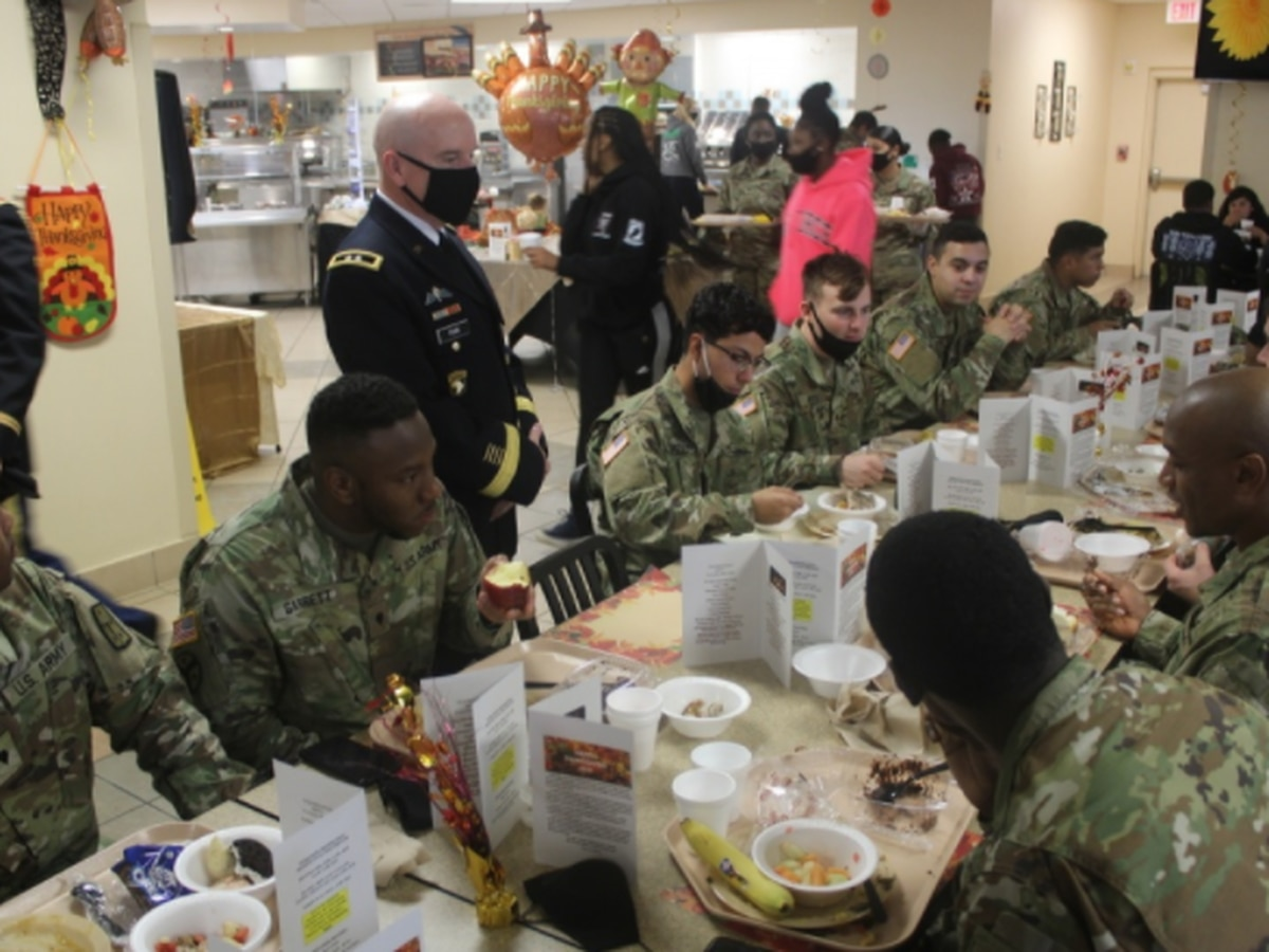 Fort Lee feeds more than 5,500 soldiers a Thanksgiving meal