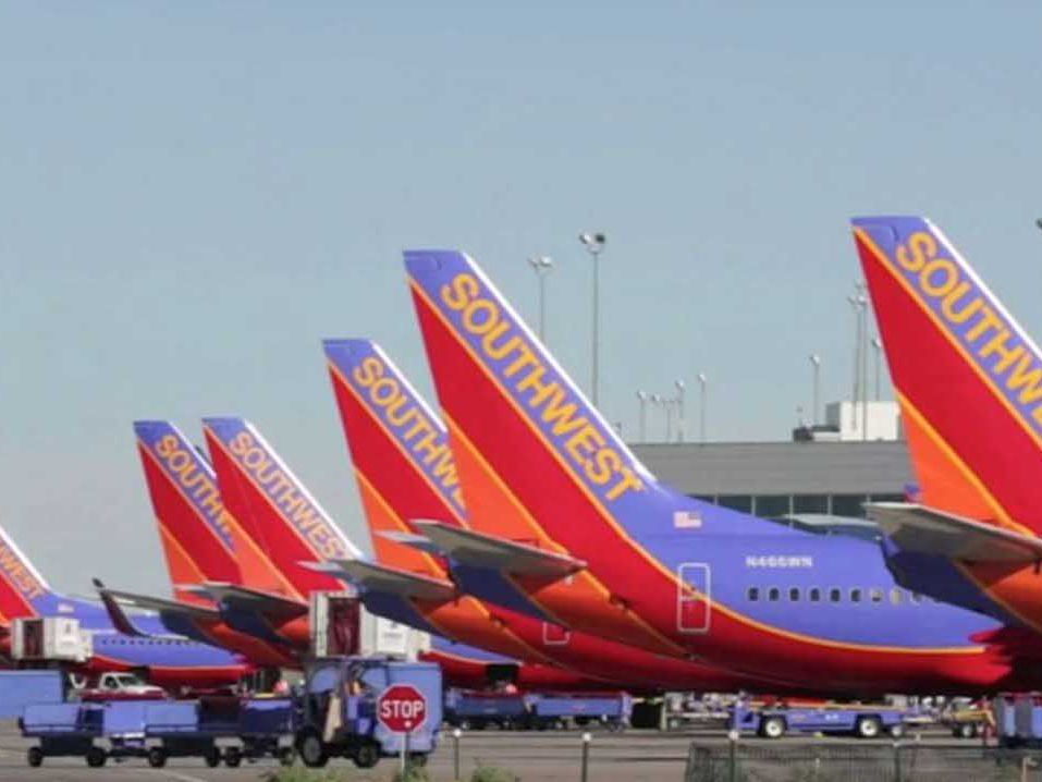 Southwest Airlines cancels hundreds of flights amid mechanical problems