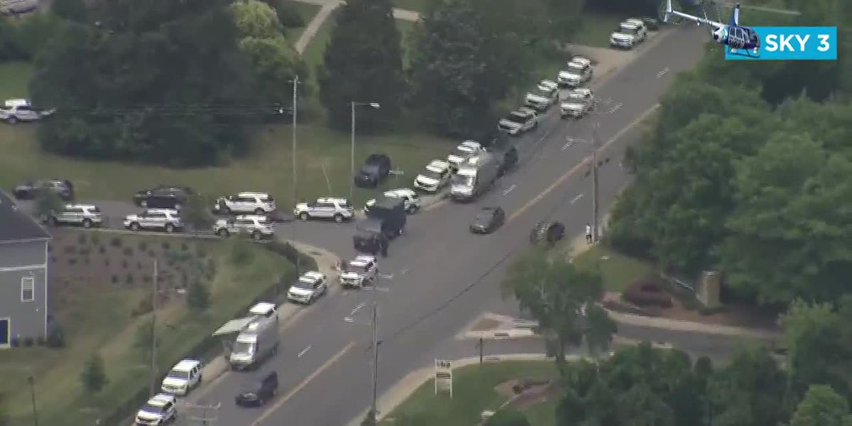 RAW VIDEO: Apartment building evacuated as SWAT situation unfolds in south Charlotte