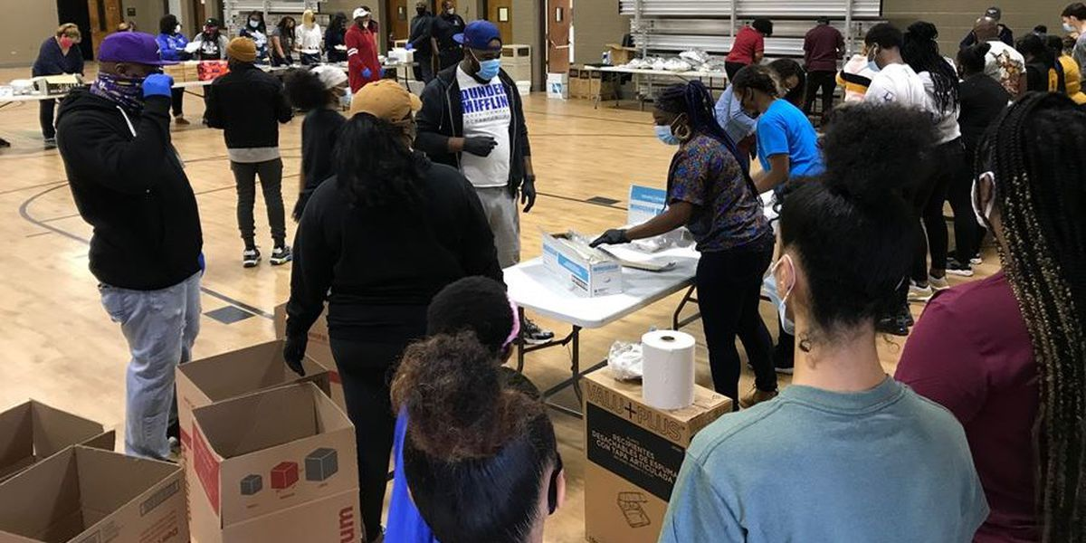 Charlotte native, award-winning artist Anthony Hamilton donates Thanksgiving meals to families in need