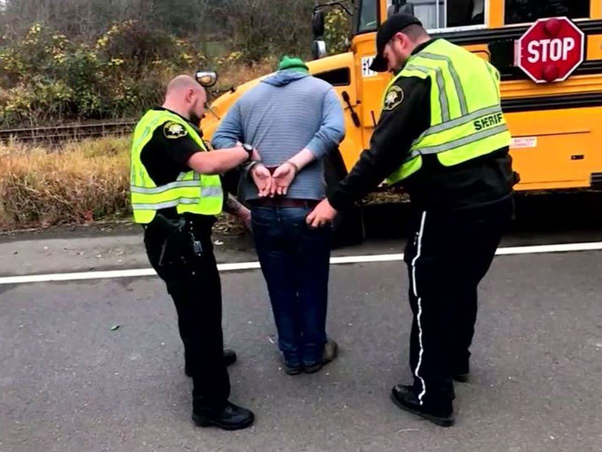 Kids call 911 after allegedly drug-impaired bus driver crashes on way to Ore. schools