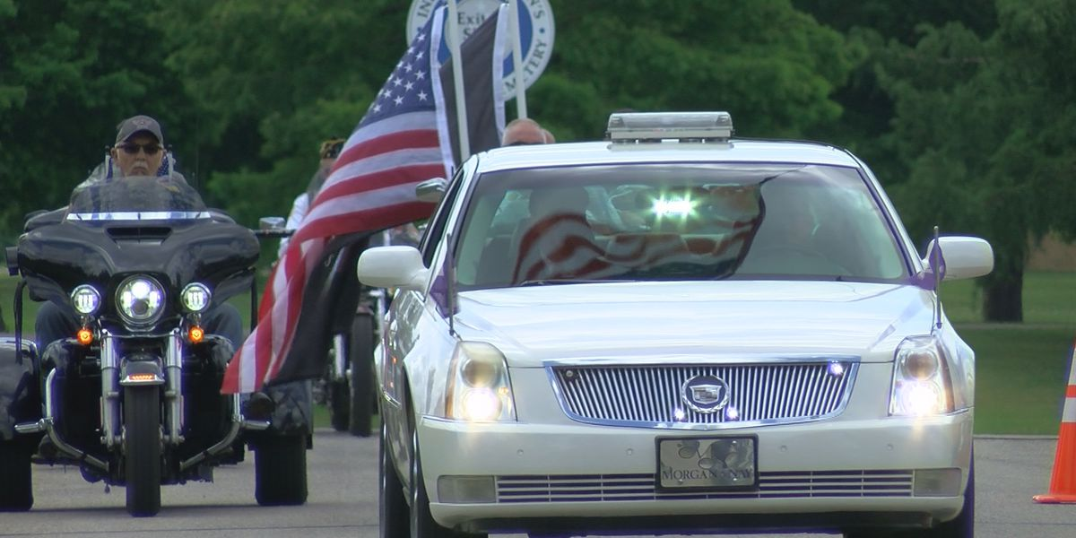Hundreds turn out for funeral in southern Indiana of veteran they didn't know