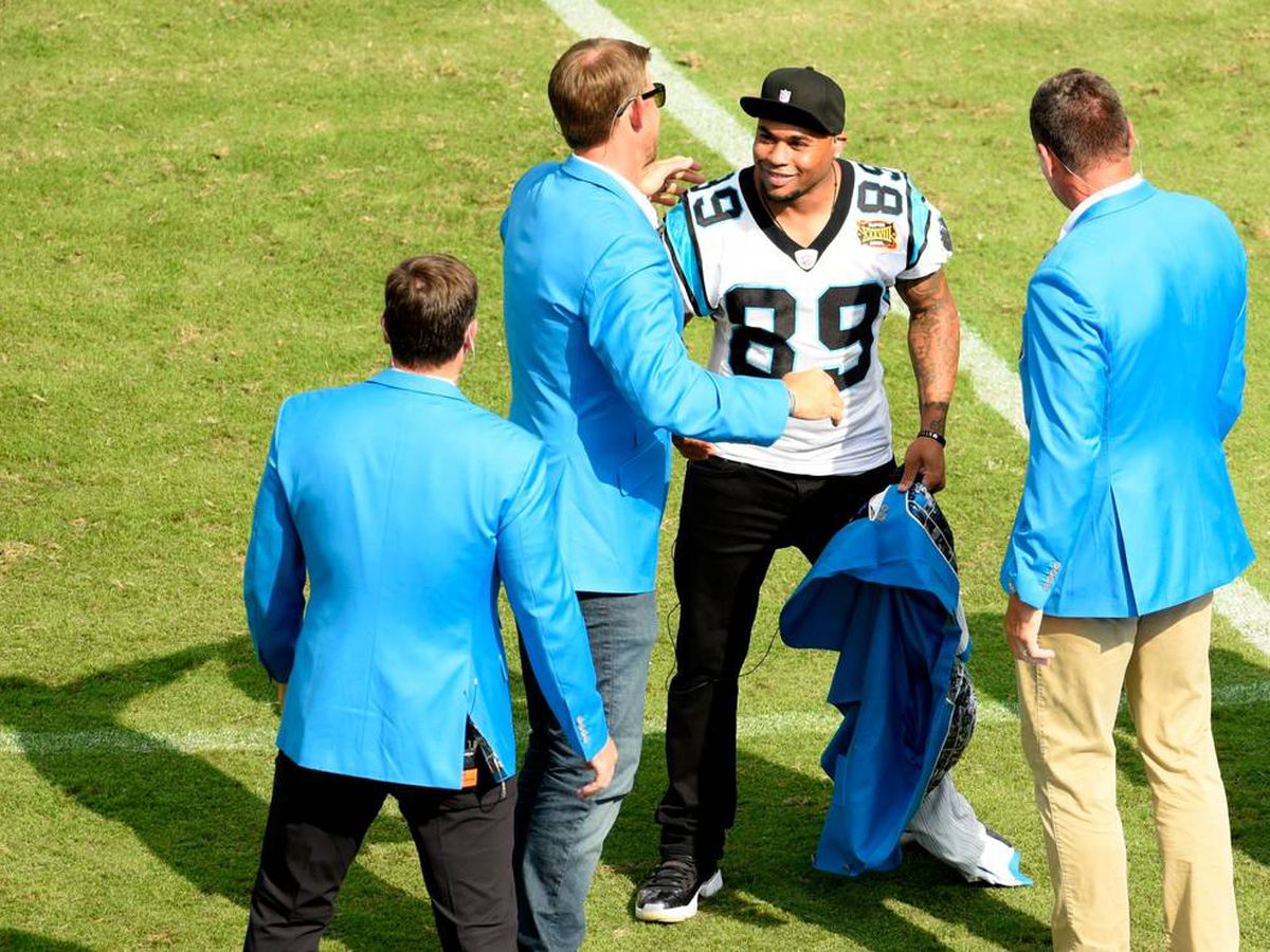 Steve Smith scores one last homefield touchdown with his surprise 'reveal' at halftime