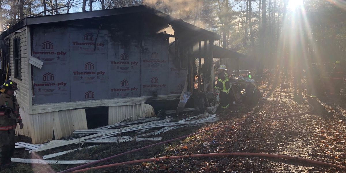 Firefighter hurt battling blaze in Caldwell Co.