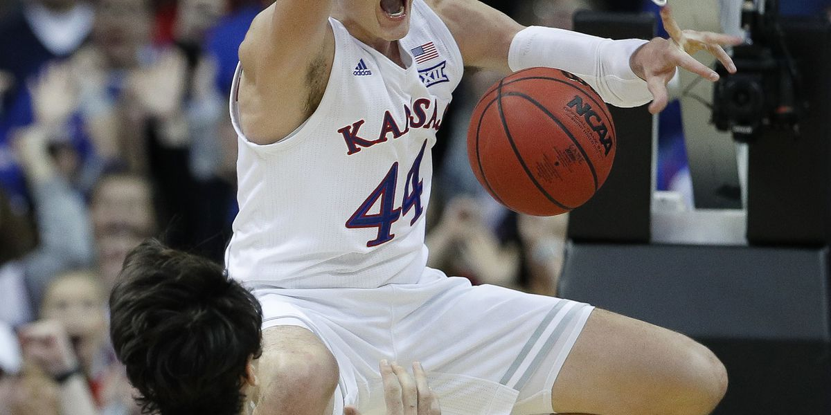 Kansas back to No. 1 in Associated Press men's hoops poll
