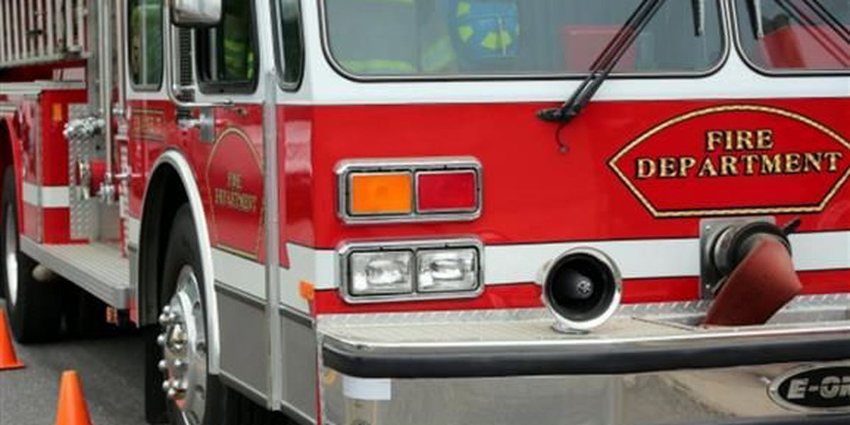 Crews respond to boat fire reported in Huntersville