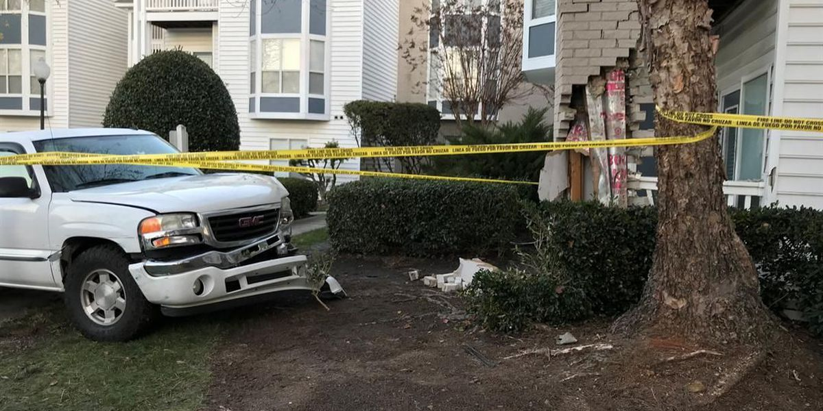 Police: Driver crashed into CMPD car, crashes into building