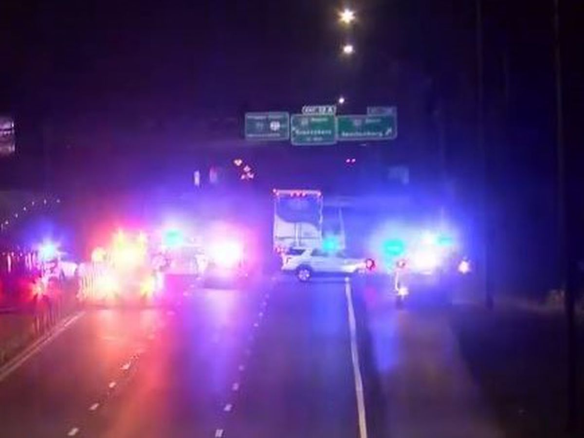 Deadly crash shuts down I-77 south in north Charlotte
