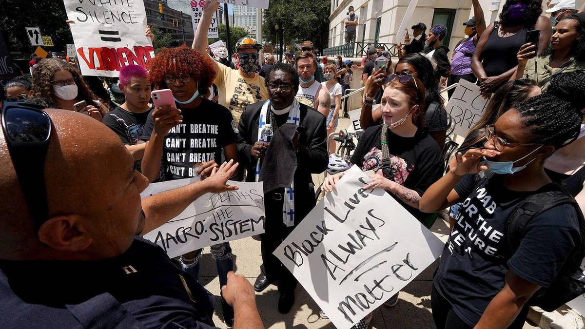Charlotte leaders declare state of emergency after protests over George Floyd death