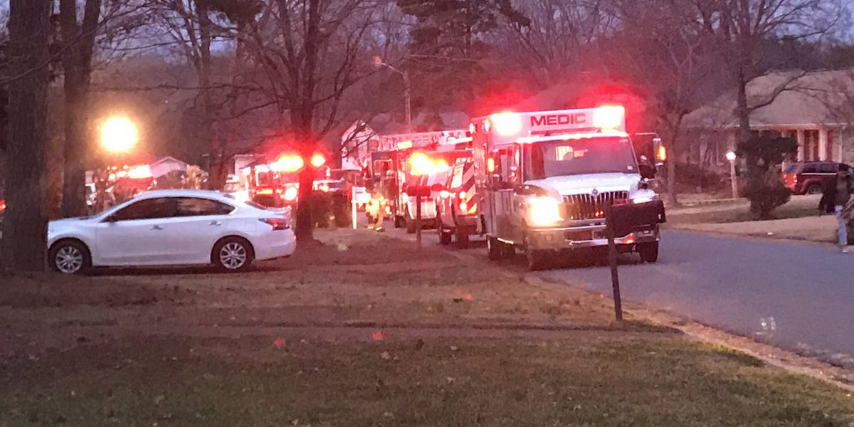 8 injured in early morning house fire in Charlotte