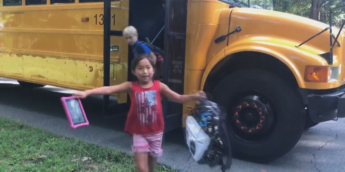 Charlotte mom uses three-hour school bus delay to teach kids about compassion