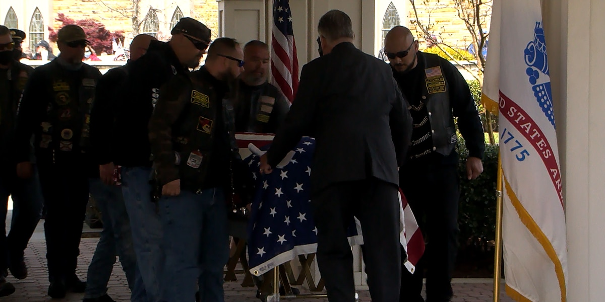 WWII veteran escorted 1,000 miles to return to rest home in Louisville
