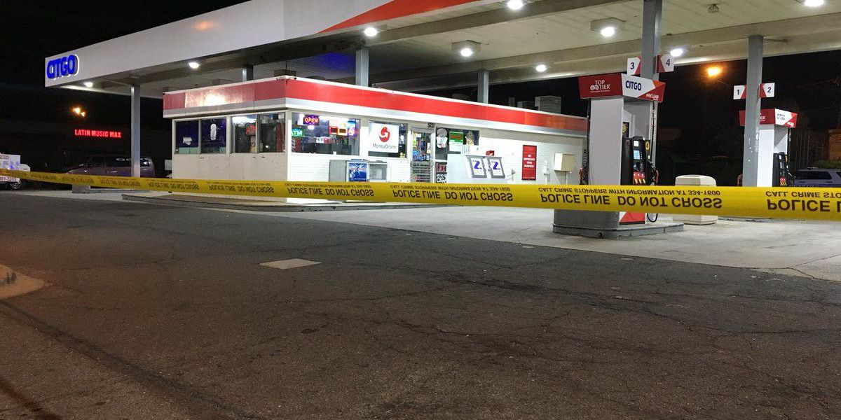 Employee shot, seriously injured in south Charlotte convenience store robbery