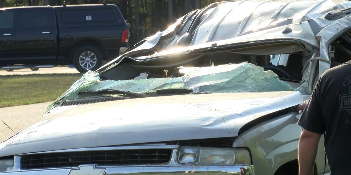 Four students injured in crash near Parkwood High School in Monroe
