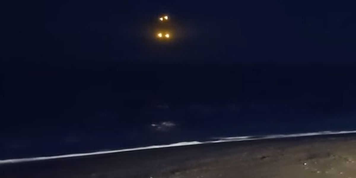 UFO? strange video of lights capture off the North Carolina coast
