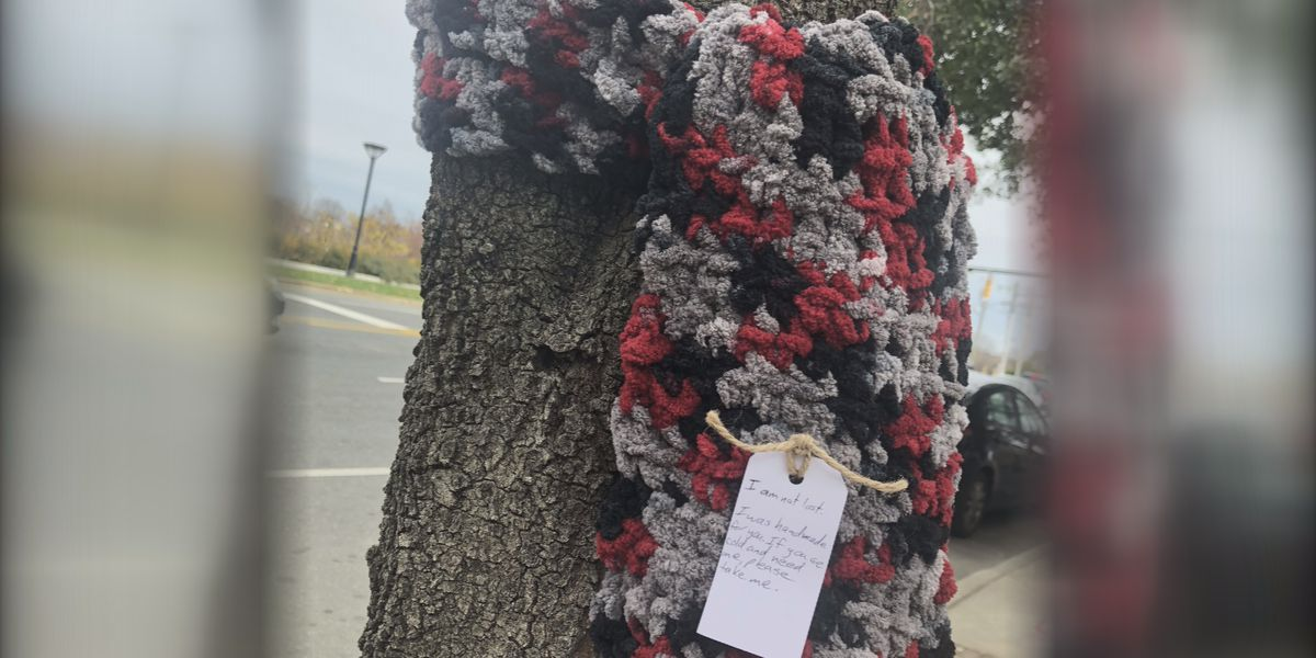 Matthews woman passes out scarves in uptown for those in need