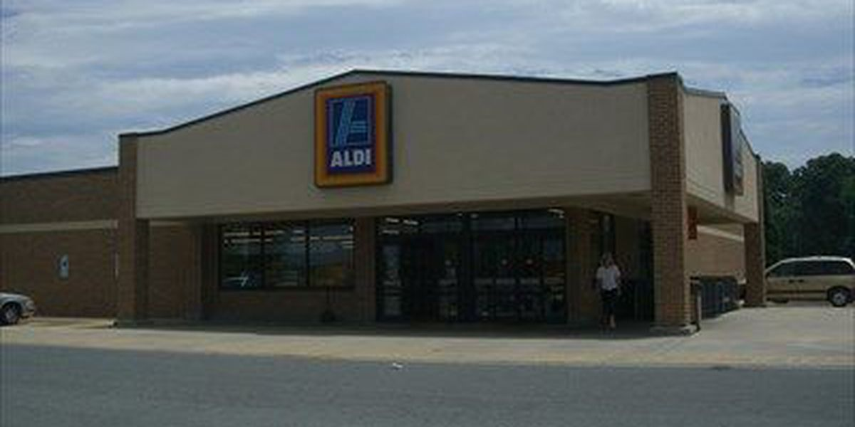 88-year-old woman robbed of purse at Aldi, robber said he had a gun