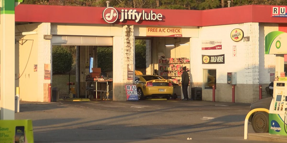 Charlotte Jiffy Lube customers claim company won't pay for damage done to their cars