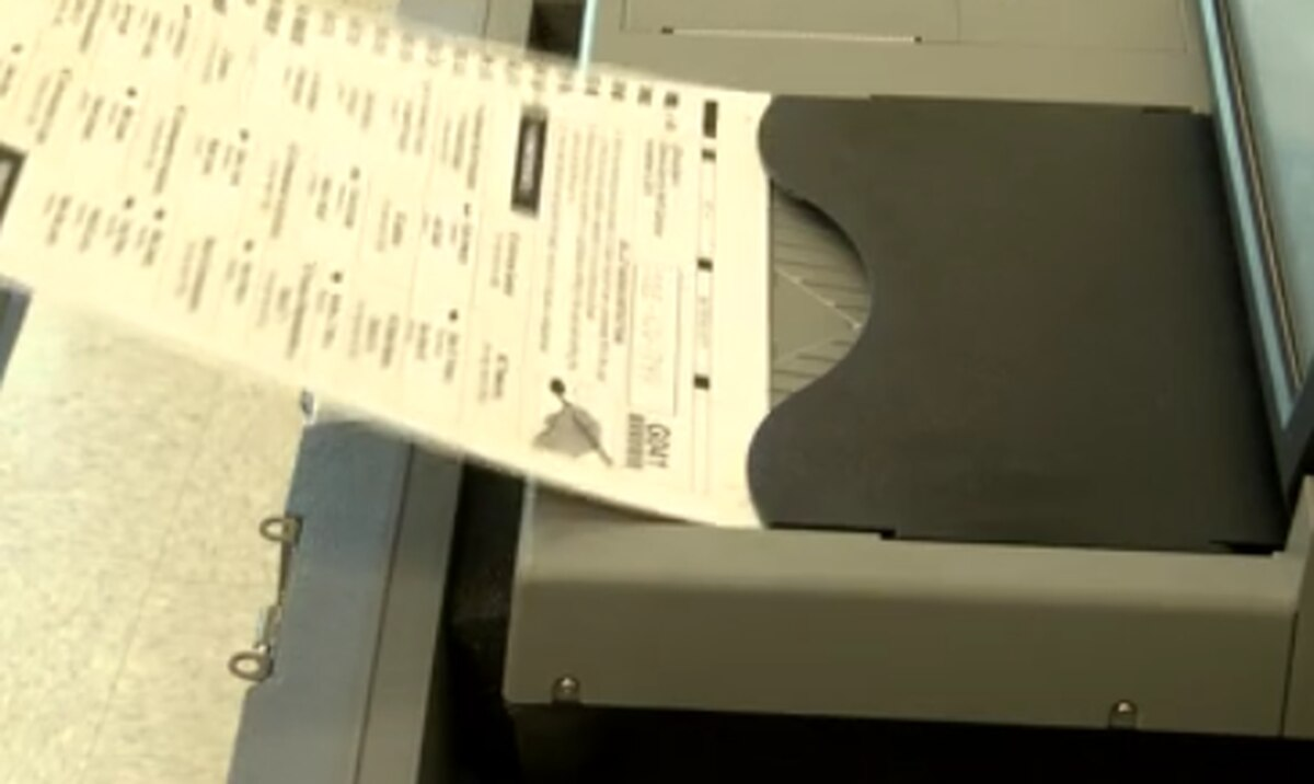 Deadlines approaching for rowan voters for november election.
