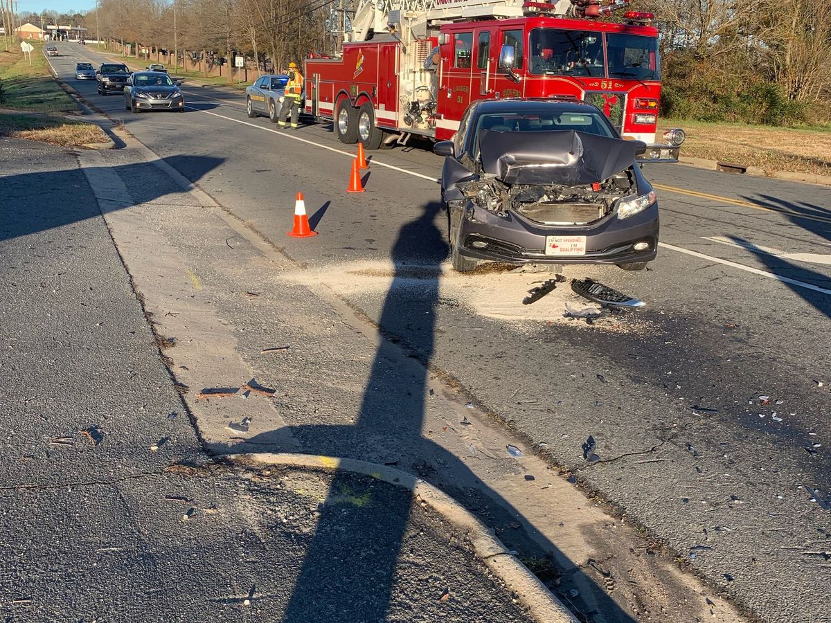 Three people injured after crash in Gaston County