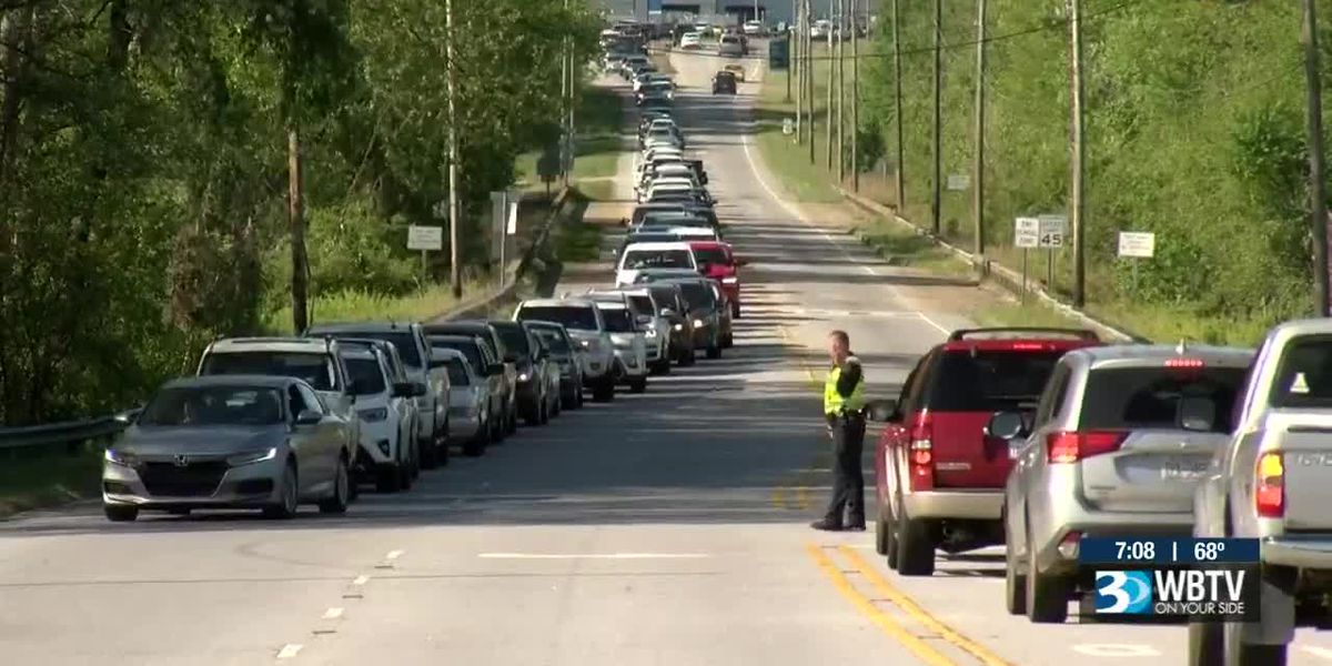 Chicken sale leads to long lines of cars