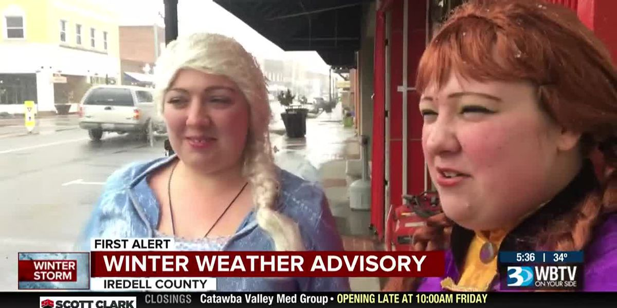 Anna and Elsa make an appearance in downtown Mooresville