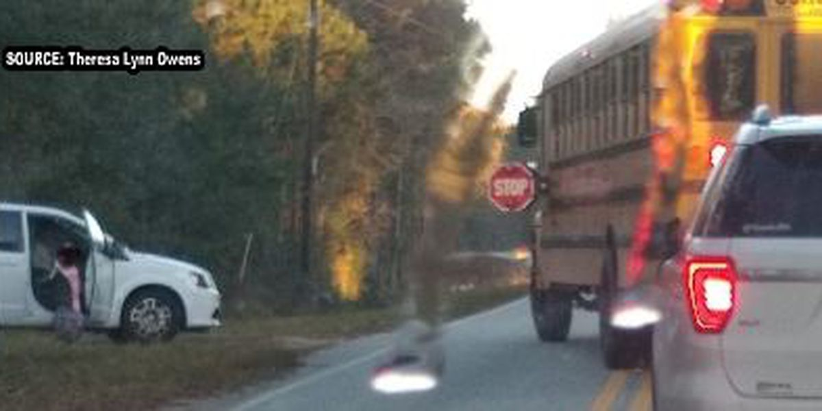 Parents weigh in after photo captures East AL school bus diagonally parking, blocking traffic during pick up
