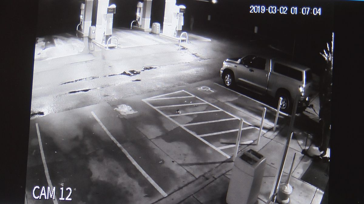 Crime Stoppers: Police looking for group of thieves that stole ATM from store