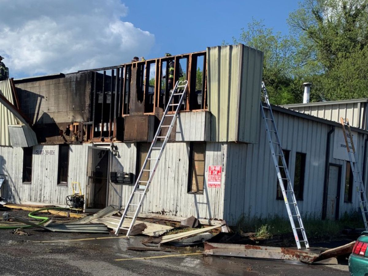 Auto shop catches fire with six workers inside in Rock Hill, no injuries reported