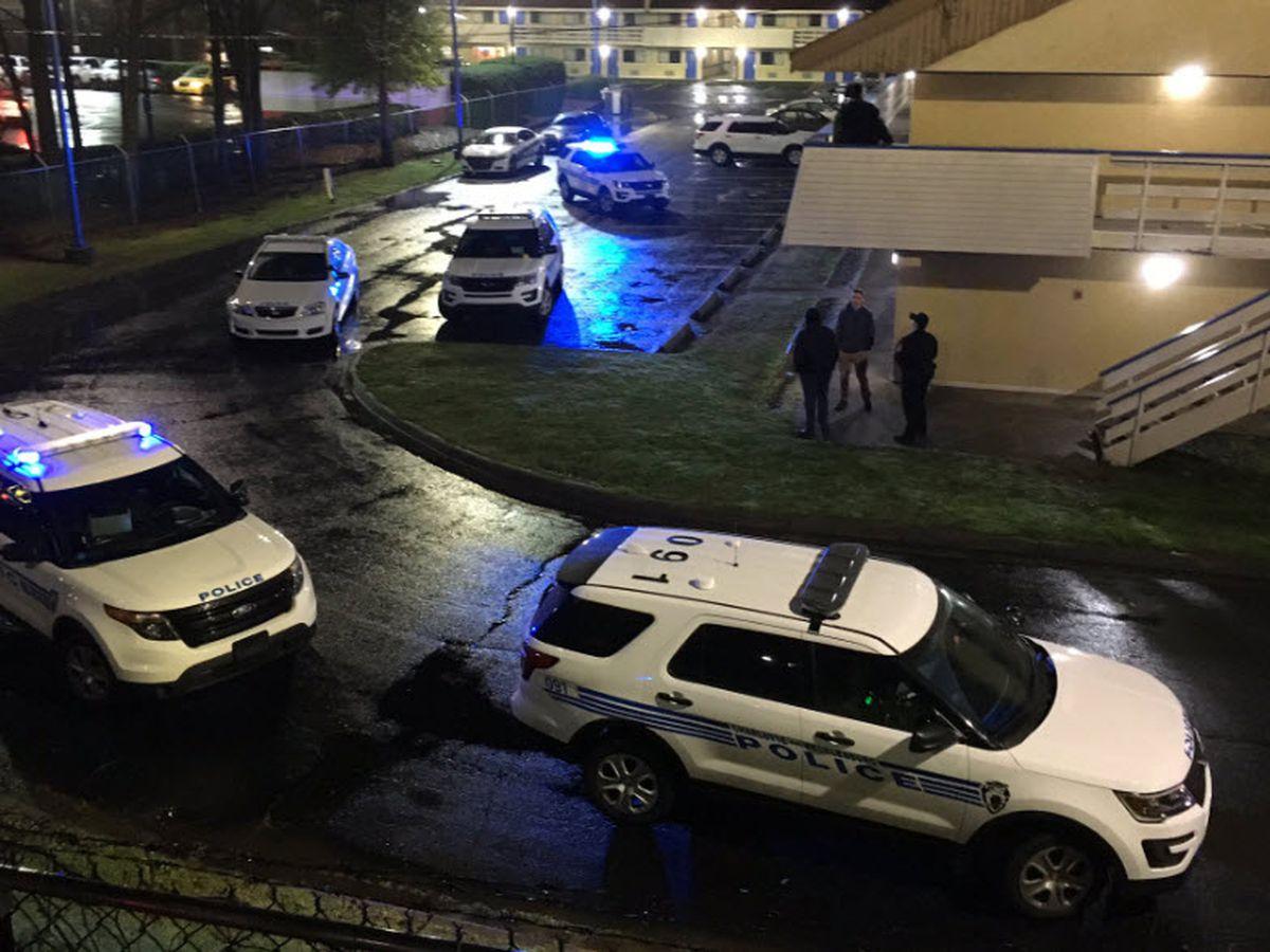 15-year-old shot near hotel in north Charlotte