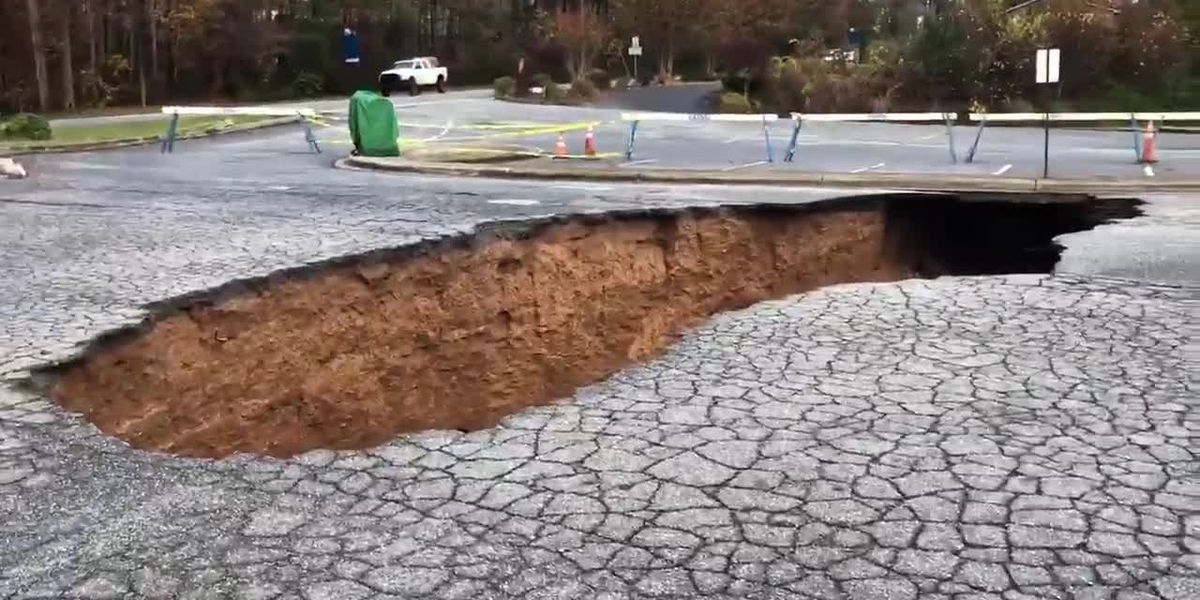 30-foot long sinkhole opens up outside post office in North Carolina