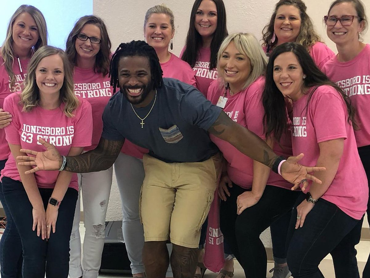 Former NFL running back DeAngelo Williams paid for more than 500 mammograms in honor of late mother