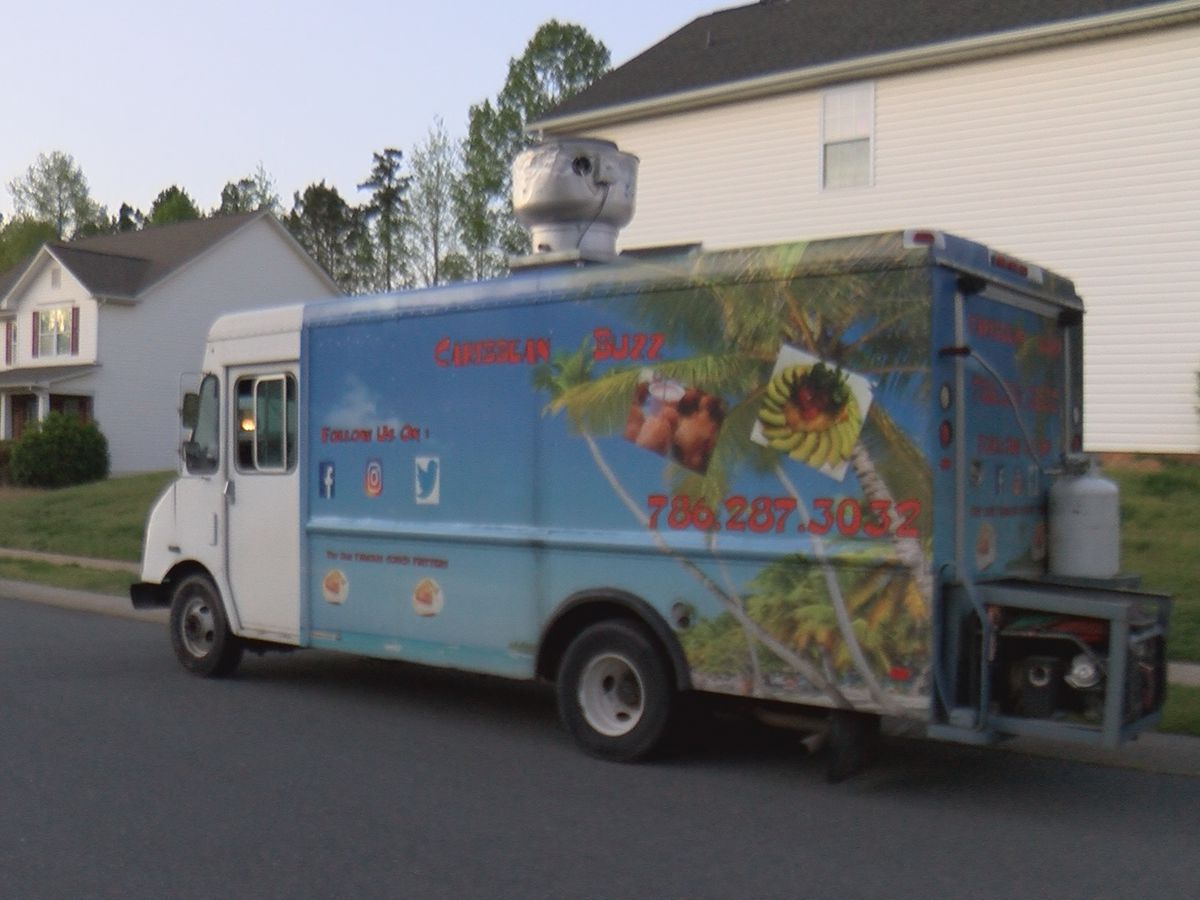 Mecklenburg County neighbors invite food trucks to community to support small business
