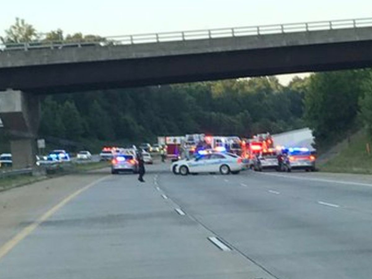 Medic: 5 killed, 4 seriously injured in crash on I-485 in Charlotte
