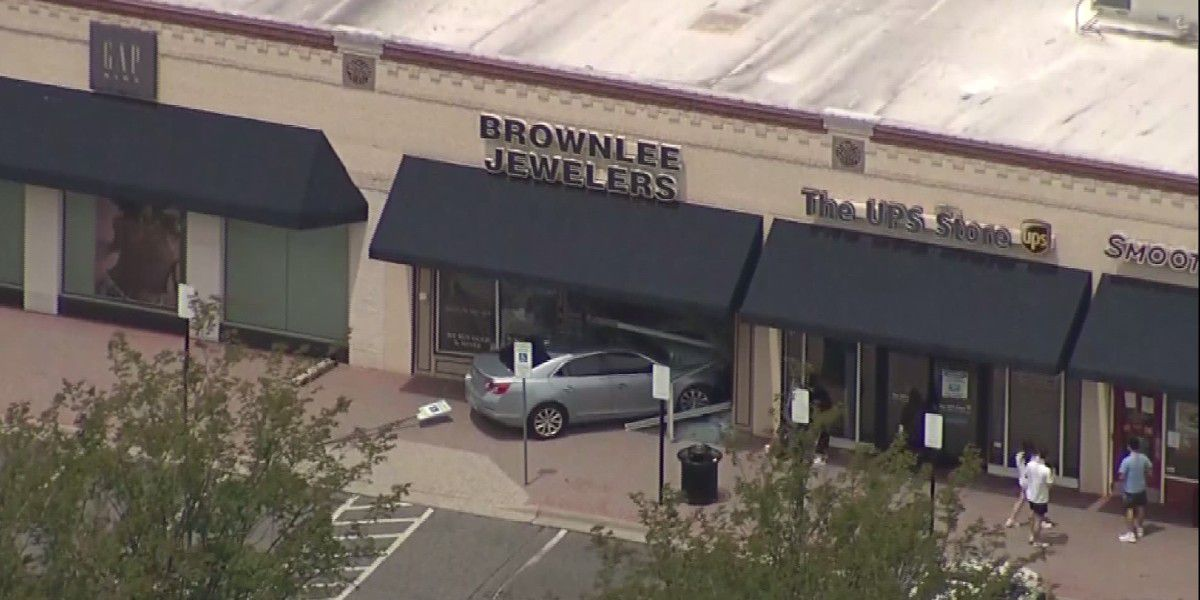 Car slams through front of jewelry store in Charlotte's Arboretum