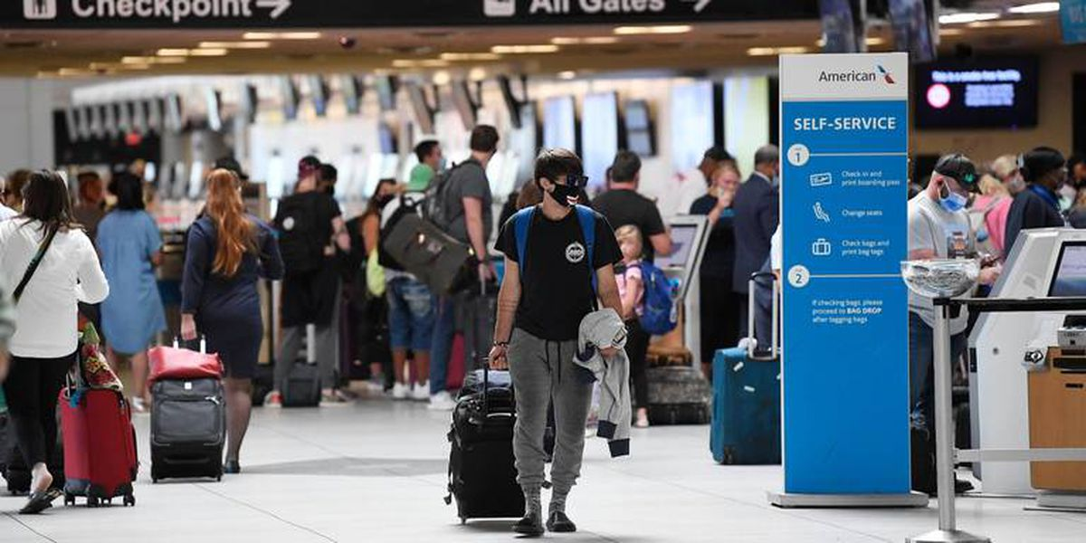 Anxious CLT airport passengers complain about lack of masks and social distancing