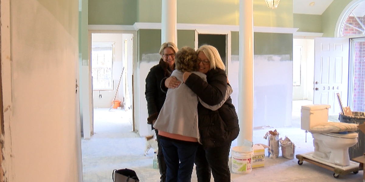 Strangers help bring Christmas to neighborhood affected by Florence