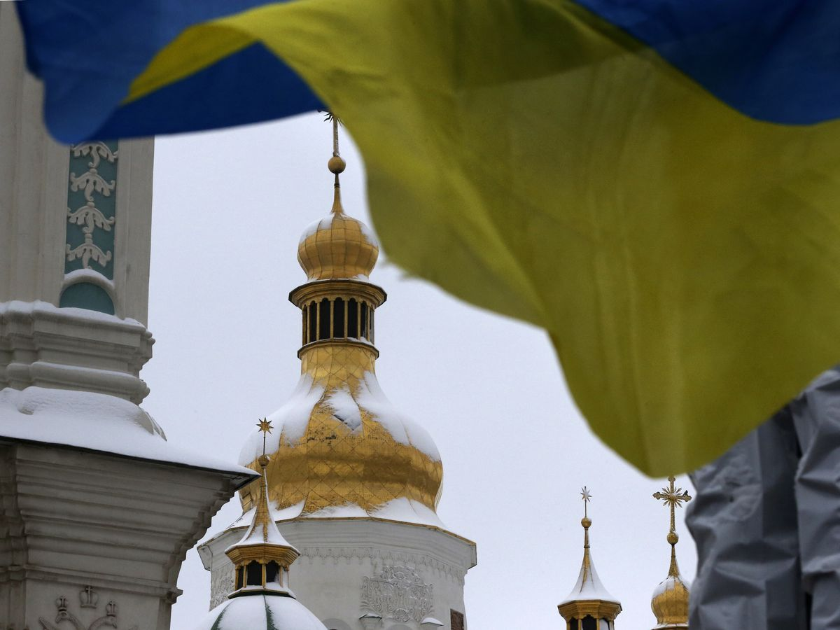 Ukraine Orthodox leaders to approve break with Russia church