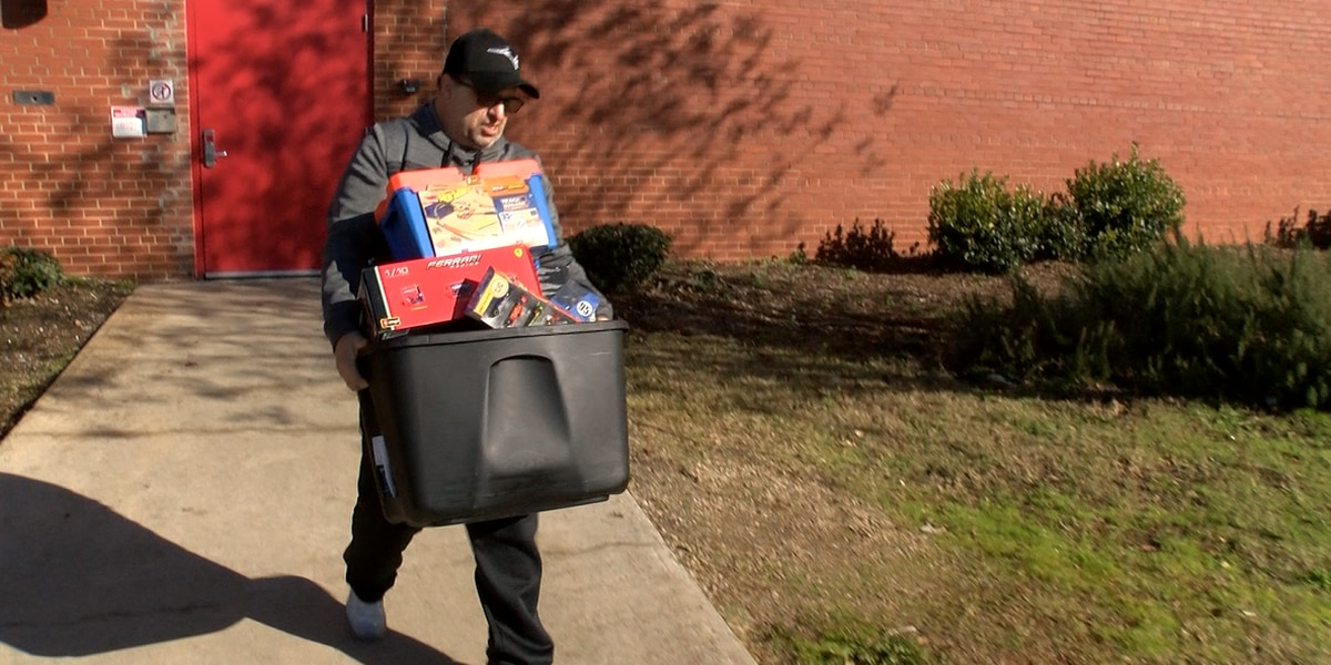 'Hot Wheels of Hope'; Homeless man donates storage unit full of toys to kids for Christmas