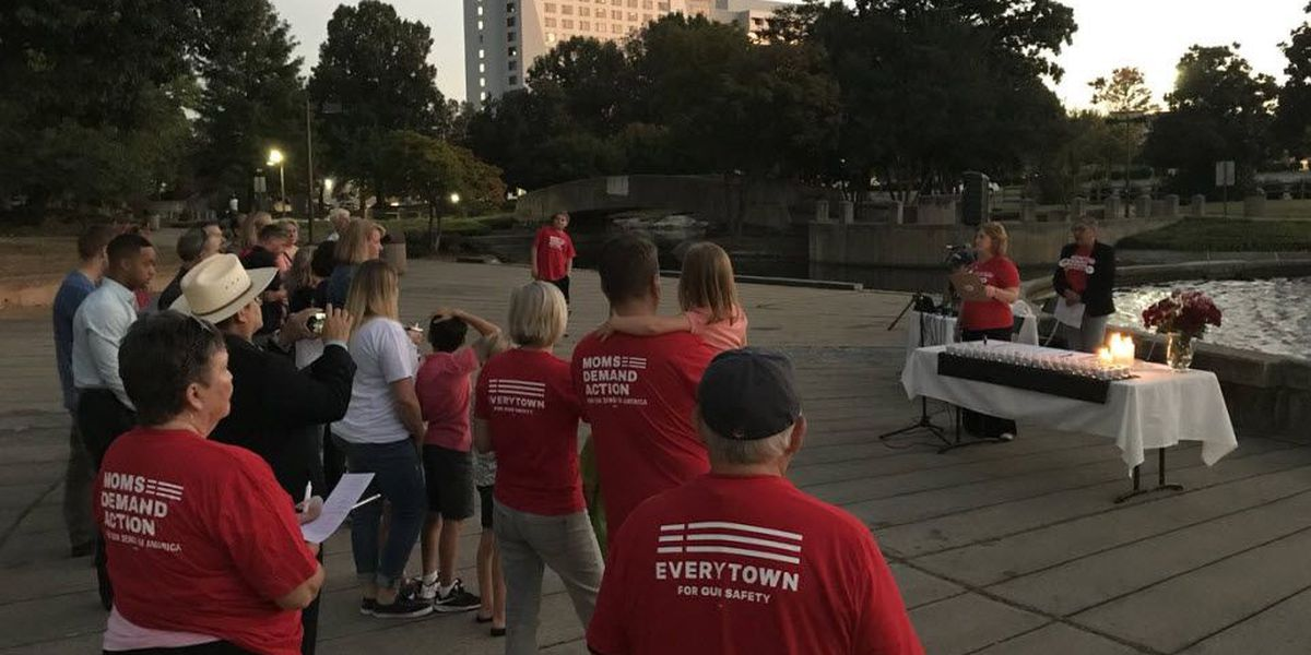 Small group gathers for Las Vegas shooting vigil in Marshall Park