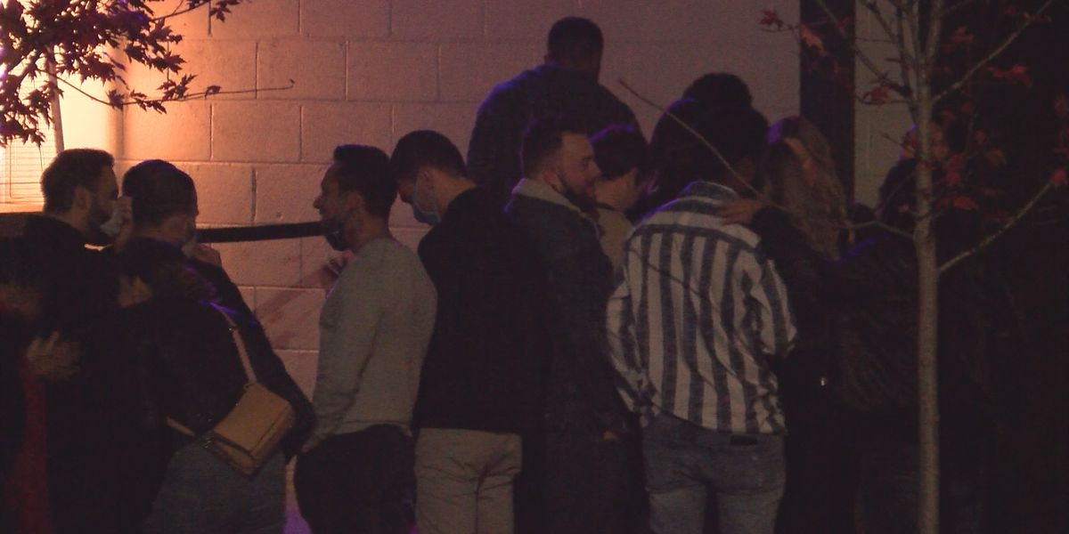 Some South End bars busy Wednesday before Thanksgiving, customers adjust to stricter mask mandate