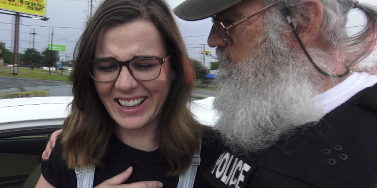 Duck Dynasty's Uncle Si surprises drivers with gift cards during traffic stops