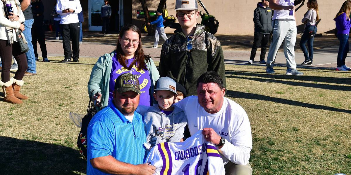 Drake, 8-year-old cancer patient, arrives in Arizona for Fiesta Bowl