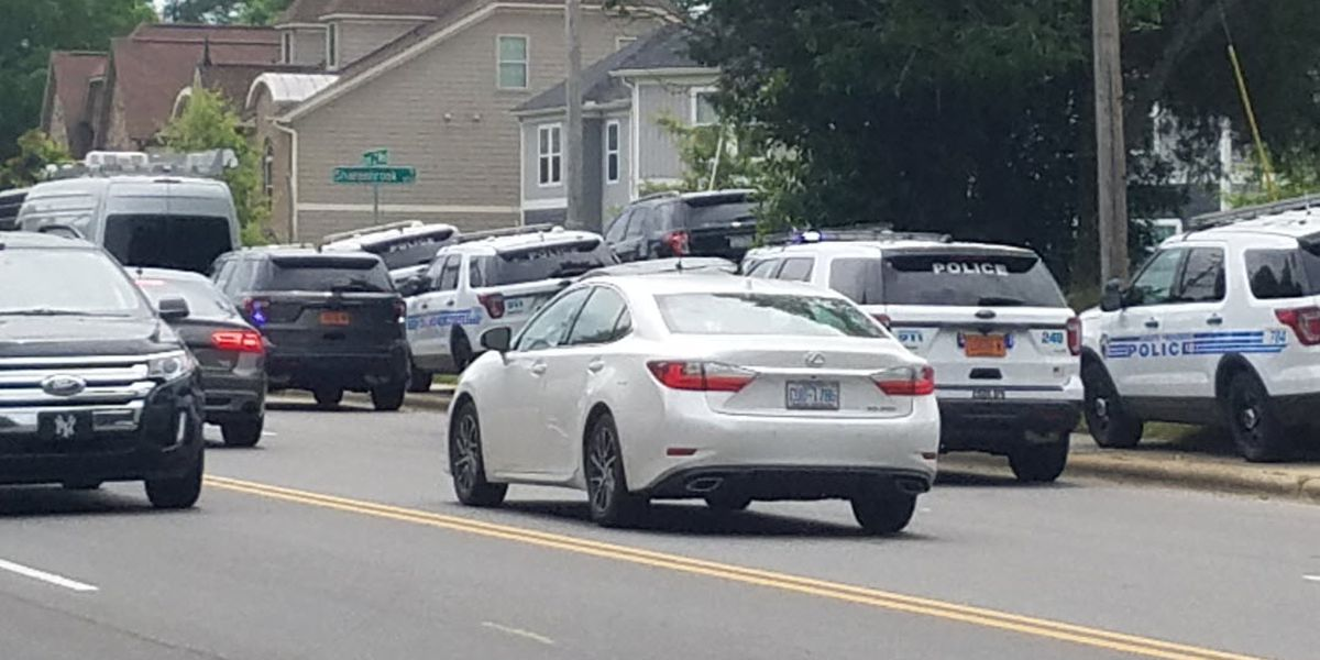 Apartment building evacuated as SWAT situation unfolds in south Charlotte