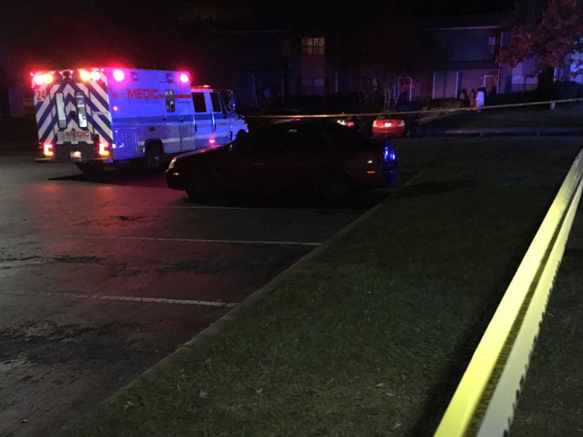 Man shot to death in Charlotte apartment