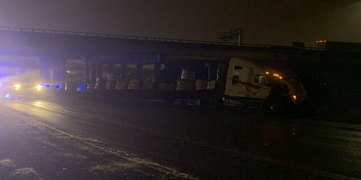 Tractor-trailer crash closes I-85 SB at I-77