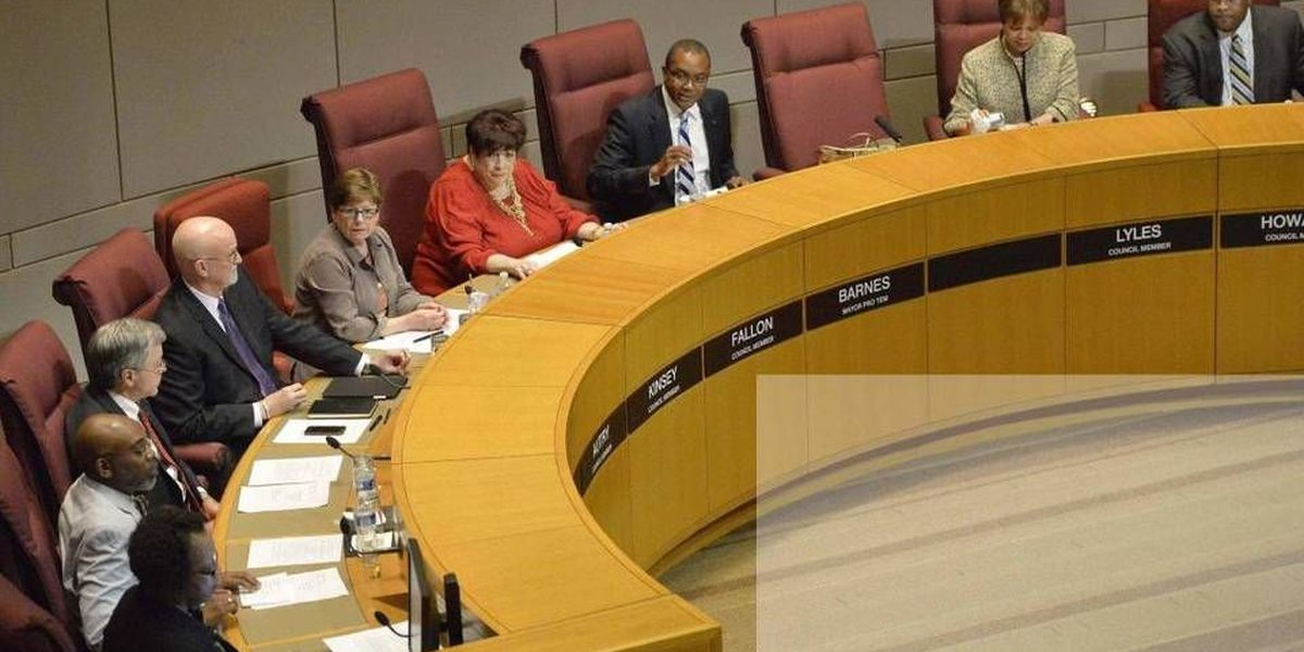 Worried about leaks, council members suspected media bugged meeting rooms