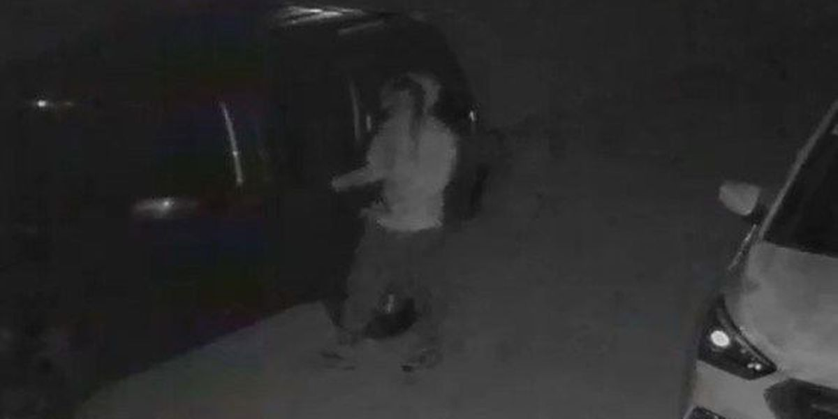 Multiple Mooresville cars broken into, police say